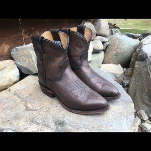 Frye Billy short cowboy boot in smoke grey size 7